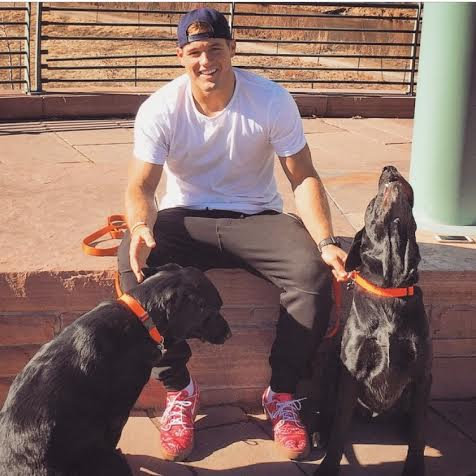 Huddle Up To Cuddle Up Chargers Colton Underwood Helping
